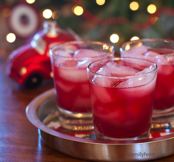 Pomfresca Cocktail - A refreshing and delicious cocktail made from pomegranate juice, Fresca and vodka – a great combination of flavors!