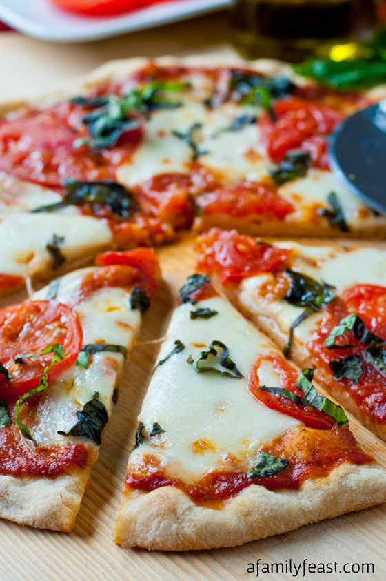 Pizza Margherita with Roasted Tomato Pizza Sauce - a simple and ...