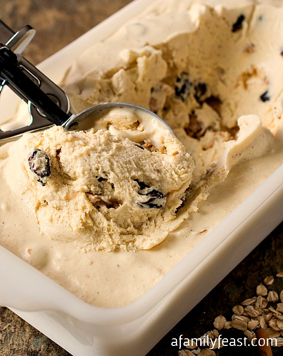 Oatmeal Raisin Ice Cream - Delicious and creamy cinnamon ice cream with chunks of oatmeal praline and bourbon-soaked raisins. So good!