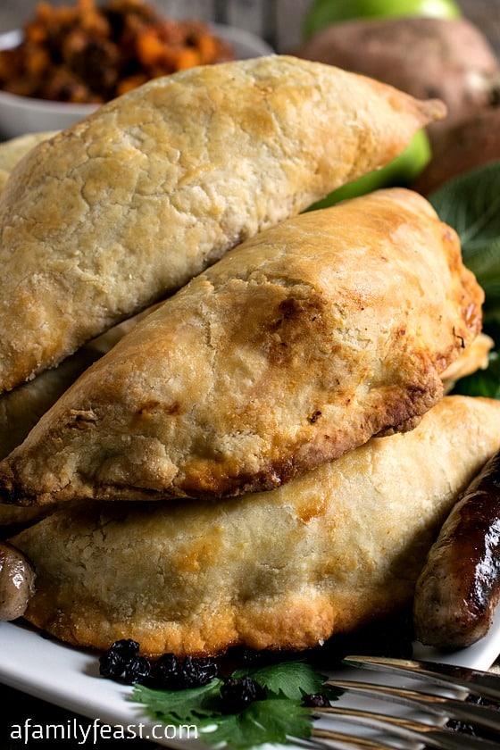 Sausage and Apple Empanadas - A super delicious (and easy!) empanadas ...