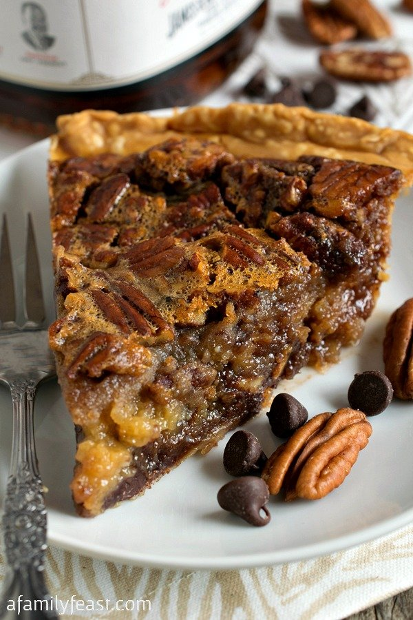 25 Pie Recipes to Serve at Thanksgiving Dinner | Mom Spark - A Trendy Blog for Moms - Mom Blogger