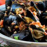 Portuguese-Style Mussels in Garlic Cream Sauce
